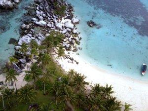 Pulau Lengkuas dari Mercusuar